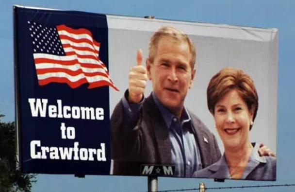 Crawford, Texas, rallies behind Bush after hometown paper endorses Kerry